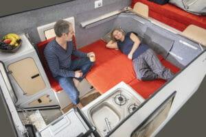 Die Sitzecke kann auch als Schlafplatz für Kinder genutzt werden.